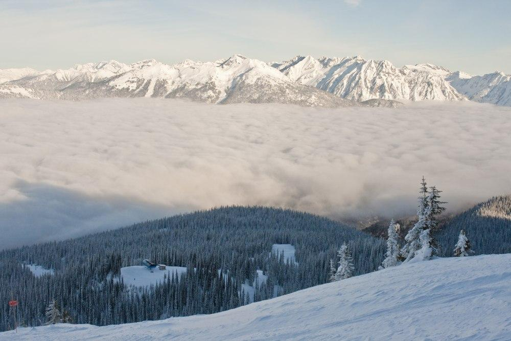 Revelstoke_above_the_clouds.jpg